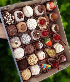 The video consists of 23 Christmas craft ideas. Love Chocolate, How To Make Chocolate, Chocolate Lovers, Chocolate Nutella, Brigadeiro Recipe, Banana Dessert Recipes, Dessert Packaging, Cafe Food, Food Cravings