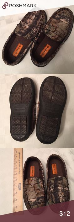 "Boys camp Field & Stream slippers Hardly worn, no ""foot indent"". Bought ahead...then forgot. Perfect condition, rubber outsoles, work great if you need them for inside and a little bit of sidewalk action. Smoke free home. Shoes Slippers"