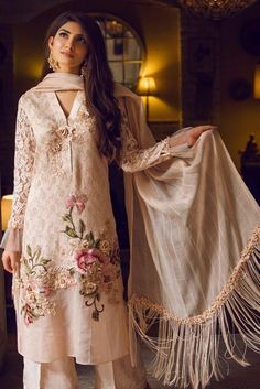 Share on WhatsApp Shadi Dresses, Pakistani Dresses Casual, Pakistani Dress Design, Indian Dresses, Indian Outfits, Casual Dresses For Women, Clothes For Women, Frock Fashion, Fashion Dresses