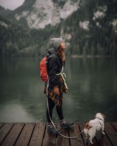 World Camping. Tips, Tricks, And Techniques For The Best Camping Experience. Camping is a great way to bond with family and friends. Mountain Hiking Outfit, Cute Hiking Outfit, Summer Hiking Outfit, Summer Outfits, Camping Outfits For Women, Trekking Outfit, Outfit Winter, Hiking Clothes Women, Winter Workout Outfit