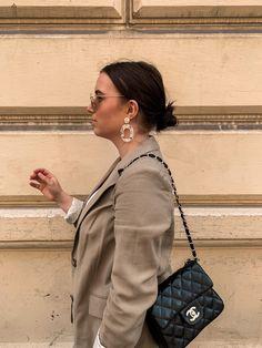#aninazynp #fbloggers #fashionblogger #styleblogger #ontheblog #linkinprofile #lifestyleblog #blogger_de #germanblogger #germanblog #bloggerin #lifestyleblogger #diyblog #bloggerstyle #revolveme #madewell #styleguide #carmushka #germanbloggergirls #inspojunkie #dailyinspo #newblogposts #newblog #modeblogger #prettylittleinspo #outfitdestages #ootdgermany Outfit Des Tages, Madewell, Chanel, Shoulder Bag, Fashion Outfits, Photo And Video, Classic, Bags, Instagram