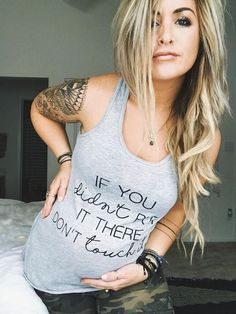 Funny Pregnancy Shirt | If You Didn't Put It There Don't Touch It maternity shirt. This is SO perfect for a pregnant woman with a sense of humor who wants people to stop touching the baby bump. Perfect gift idea for a baby shower or pregnancy gift, and would also make a cute pregnancy announcement photo outfit. #Affiliate #PregnancyWardrobe #Maternity #pregnancyhumor