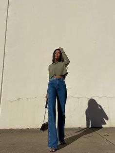 Best Jeans, Mom Jeans, Minimal Fashion, High Fashion, New Outfits, Spring Outfits, Body Poses, 34c, Wide Leg Jeans
