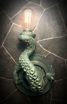 Nautische Messing Patina Tentakel Bullauge Lampe von EpochCreations Nautical Brass Patina Tentacle Bullseye Lamp by EpochCreations