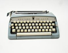 Brother DeLuxe Manual Typewriter.