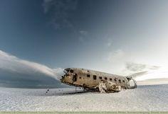 Flugzeugwrack von Sólheimasandur, in Südisland, Winter, Sonnenuntergang, Strand, Island