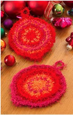 Make something useful and pretty with this Crochet Flower Dish Scrubber. Work up this crochet pattern with Red Heart Scrubby yarn, which is soft on your hands but tough on any food stuck to your dishes. Free Christmas Gifts, Crochet Christmas Gifts, Crochet Gifts, Free Crochet, Irish Crochet, Knit Crochet, Christmas Crafts, Christmas Yarn, Christmas Coasters