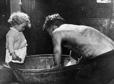 Miner washing at home in tin bath - I can imagine my great-uncles as the child watching their father washing up. Women In History, Family History, British History, Tin Tub, Tin Bathtub, Coal Miners, Cymru, Portraits, Working Class