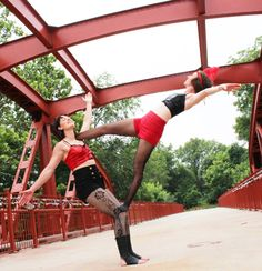 TH 9-8-16: The Rosetta Sisters-Outdoor Acrobatic show
