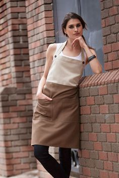 The Soho bib apron. The perfect combination of edgy… Cafe Apron, Restaurant Uniforms, Trendy Outfits, Fashion Outfits, Work Uniforms, Uniform Design, Bib Apron, Sewing Aprons, Apron Designs