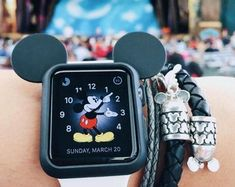 Mickey Mouse Ear Iwatch Case for Apple Watch Case Disney Apple Watch Band, Cute Apple Watch Bands, Apple Watch Faces, Mickey Mouse Ears, Disney Ears, Disney Mouse, Design Apple Watch, Merry Chritsmas, Ipod