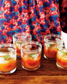 Minted Mandarin and Strawberry Coolers Muddled mint and strawberries topped off with freshly squeezed mandarin juice make pretty nonalcoholic spring cocktails that can be enjoyed by guests of all ages. Brunch Buffet, Brunch Dishes, Brunch Recipes, Appetizer Recipes, Appetizers, Brunch Ideas, Drink Recipes, Alcohol Recipes, Breakfast Ideas
