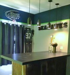 wall colors for a Seahawks themed room