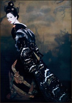 "Gong Li, December 2005 VOGUE, costumes by Colleen Atwood for the movie ""Memoirs of a Geisha"" - photo by Paolo Roversi. Colleen Atwood, Gong Li, Paolo Roversi, Annie Leibovitz, Yukata, Michelle Yeoh, Look At My, Ethno Style, Memoirs Of A Geisha"