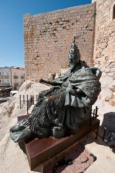 La estatua del Papa Luna de Peñiscola