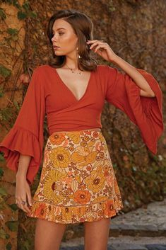 PRODUCT DESCRIPTION This darling Sway mini skirt is our go to! We just adore its fluted frill and trim detail. This mini 70s Inspired Fashion, 60s And 70s Fashion, Retro Fashion, Boho Fashion, Vintage Fashion, Fashion Design, 1960s Fashion Hippie, 70s Inspired Outfits, Geek Fashion