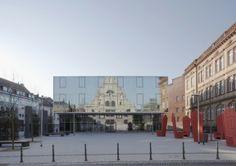 Am St. Leonhard Gymnasium in Aachen überzeugte die städtebauliche Aufwertung des Platzes, Funktionalität und Hochwertigkeit der Fassaden. #homestory #interior #design #architecure #award #house #school #nrw