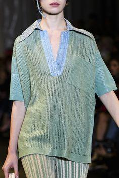 Acne Studios at Paris Fashion Week Spring 2018 - Details Runway Photos Fashion News, Fashion Show, Paris Fashion, Fashion Design, Mode Top, Summer Knitting, Acne Studios, Knitwear, Runway