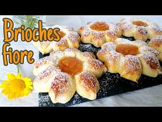 🌺 Brioches a forma di fiore I SENZA STAMPO 🌺 - YouTube Croissants, Italian Cookies, Exotic Food, Sweet Bread, Doughnut, Deserts, Cooking Recipes, Sweets, Make It Yourself