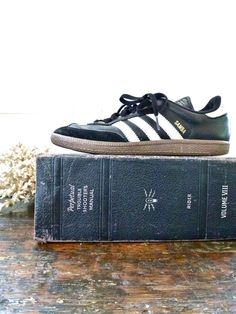vintage adidas samba sneakers! I need some of these for those classic yet simple looks