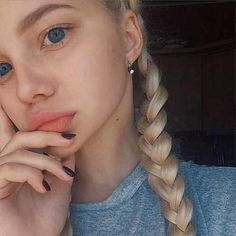 9 Ways to Sleep Your Way 😴 to Better 👍🏼 Skin and Hair . Silver Blonde Hair, Blonde Hair Blue Eyes, Dye My Hair, Your Hair, Peinados Pin Up, Redhead Girl, Girl Inspiration, Tumblr Girls, Pretty Face