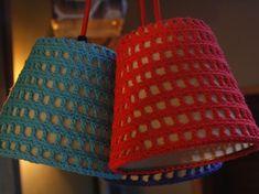 3 Pantallas de crochet unidas en varios colores con cable entelado