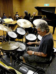 Steve Gadd Jazz Artists, Jazz Musicians, Music Artists, Steve Gadd, Zildjian Cymbals, Drum Music, Drum Kits, Vintage Drums, Drummer Boy