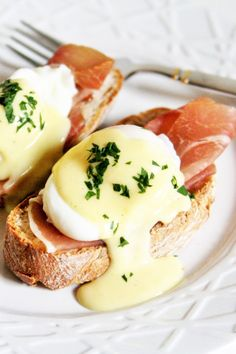 Scrumptious, classic Eggs Benedict comes with a special twist – perfect for lazy Sunday brunch. Today I am sharing with you a spin on eggs benedict by giving the classic Hollandaise sauce som…