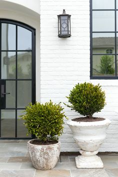 white painted brick house gallery of seaward road garden studio design white brick with white brick house off white painted brick house Modern Brick House, Brick House Designs, White Brick Houses, White Brick Walls, Painted White Brick House, White Bricks, White Siding, Stone Houses, Exterior Colors