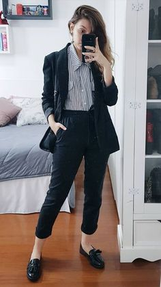 30 Sophisticated Work Attire and Office Outfits for Women to Look Stylish and Chic - Lifestyle State Tomboy Outfits, Casual Work Outfits, Business Casual Outfits, Professional Outfits, Work Attire, Work Casual, Fashion Outfits, Young Professional, Heels Outfits