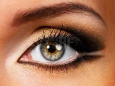 Makeup tips to make round eyes appear almond shaped