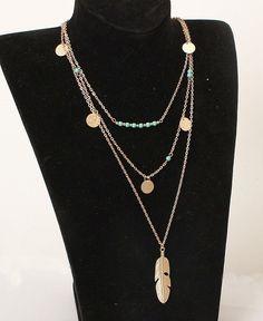 Gowe Collier 3 rangs sobre et tendance avec pendentifs feuille et longue plume