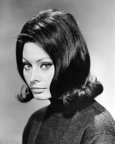 From her first beauty pageant at 14 to today at Sophia Loren has managed to somehow always look great. Here's a look back at her best style moments. Sophia Loren Style, Sophia Loren Images, Sophia Loren Makeup, Raquel Welch, Cara Delevingne, Brigitte Bardot, Popular Hairstyles, Trendy Hairstyles, Vintage Hairstyles