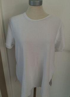 À vendre sur #vintedfrance ! http://www.vinted.fr/mode-femmes/hauts-and-t-shirts-t-shirts/23771312-t-shirt-blanc-zara-a-large-fentes