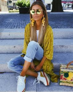 Boho Chic uses a free-spirited and informal feeling in creating a room's look. Here's how you can create a perfect Boho Chic look - inspired just by you. Mode Outfits, Trendy Outfits, Dress Outfits, Summer Outfits, Fashion Outfits, Womens Fashion, Fashion Trends, Kimono Fashion, Fashion Advice