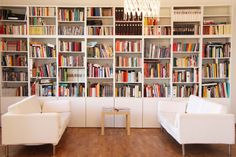 "At ""HaseundFlo"" - Home Decorations Ideas Room Deviders, Bookshelves In Living Room, Bookcases, Home Library Design, Library Inspiration, Library Wall, Home Libraries, Reading Room, Home Office"