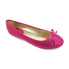 Ositos Shoes Fuchsia Glitter Flat (520 RUB) ❤ liked on Polyvore featuring shoes, flats, fuschia shoes, metallic flats, slip-on shoes, glitter shoes and patent bow flats