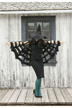No-Sew Halloween Spiderweb Cape {easy halloween costumes} Looking for an easy and inexpensive costume to make? This no-sew spider web cape can be easily made… Witches Costumes For Women, Witch Costumes, Diy Halloween Costumes For Women, Theme Halloween, Halloween Spider, Easy Halloween, Holidays Halloween, Halloween Parties, Halloween 2020