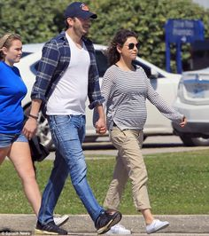 Photog Captures Mila Kunis' Baby Bump Vacationing With Ashton Kutcher #AshtonKutcher, #MilaKunis, #News