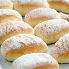 Bułeczki pszenne na jogurcie Polish Recipes, Top Recipes, Bread Recipes, Cake Recipes, Dessert Recipes, Cooking Recipes, Homemade Dinner Rolls, Bulgarian Recipes, Bread Bun