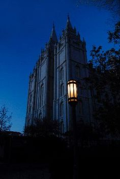 This is something you don't see very often. I wonder who was there... Awesome pic of the Salt Lake Mormon/LDS Temple.