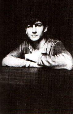 Balthus, 1922 (1908-2001), peintre français, qui a privilégié la figure d'adolescentes mystérieuses en flagrant délit d'impudeur ou d'innocence équivoque dans une œuvre à la fois exigeante et assoiffée d'absolu.
