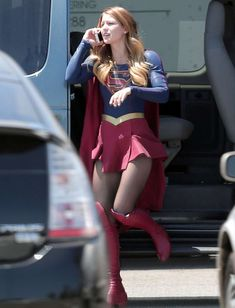 Melissa Benoist - On the set of Supergirl in Los Angeles - 18 August 2015 Melissa Marie Benoist, Melissa Benoist Legs, Kara Danvers Supergirl, Supergirl Tv, Supergirl And Flash, Helen Slater, Melissa Supergirl, Super Girls, Power Girl
