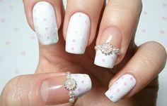 Diseños uñas para novias, Diseños de uñas para novias con perlas. Clic Follow,  #diseñatusuñas #nails #uñassencillas