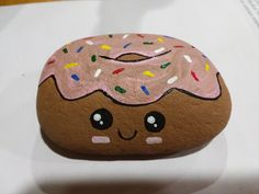 Painted rock donut by marci Painted rock donut by marci Pebble Painting, Pebble Art, Stone Painting, Rock Painting Ideas Easy, Rock Painting Designs, Rock Crafts, Arts And Crafts, Diy Crafts, Painted Rocks Kids