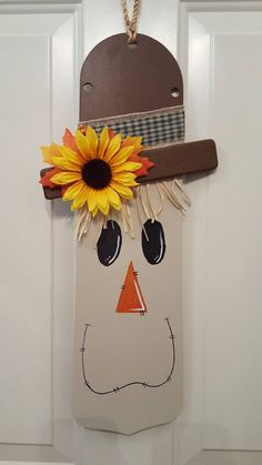 Crafts Using Ceiling Fan Blades - Bing images Autumn Crafts, Thanksgiving Crafts, Holiday Crafts, Halloween Crafts, Halloween Decorations, Fall Halloween, Pumpkin Decorations, Painted Fan Blades, Fan Blade Art