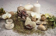 Centre de table bois flotté, plantes grasses, orchidées, galets, bougies