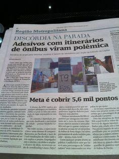 Scan de jornal de Porto Alegre no Facebook de Pedro Lenhard: Adesivos com itinerarios de onibus escritos por usuarios