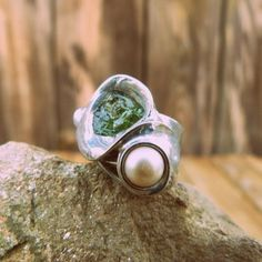 Pearl and apatitte ring