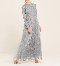 Discover a wide range of modest dresses for all occasions. From maxi dresses to embellished gowns, we have something to suit you. Shop online now at Inayah. Dress Brokat Modern, Kebaya Modern Dress, Classy Outfits For Women, Party Outfits For Women, Hijab Dress Party, Tulle Prom Dress, Kimono Fashion, Hijab Fashion, Fashion Dresses